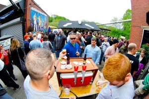 Brewers set their pumps up to serve samples in every corner of the Manayunk Brewery last year. (Bas Slabbers/for NewsWorks)