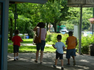 Children enjoy lunch outside Lovett Memorial Library