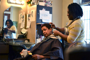 Knekeya Anderson givers her client a hair cut.