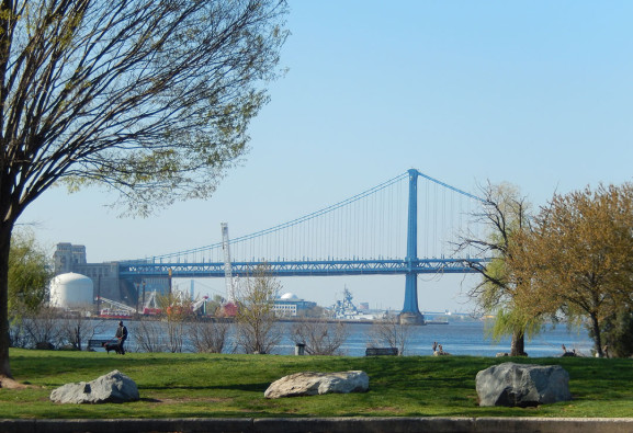 View of the Delaware from Penn Treaty Park