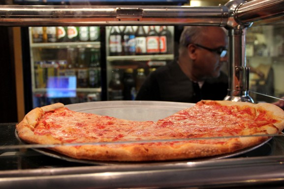 MaehrerWingateSpring2015ThePizzaPubPizza5