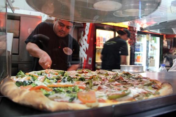 MaehrerWingateSpring2015RosariosPizza12